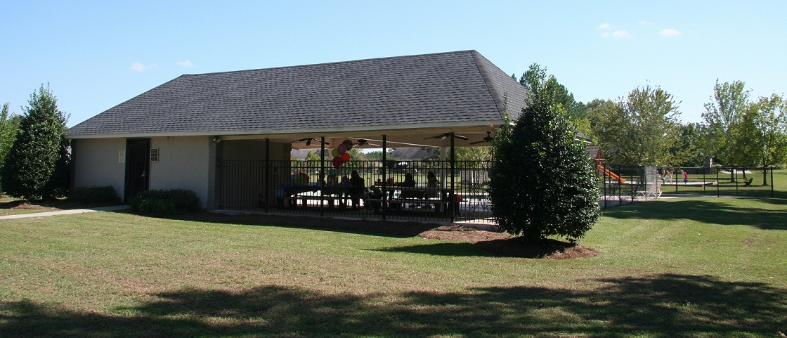 a picture of the pool house at Hunter's Pointe